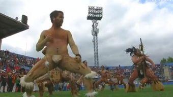 [VIDEO] Revisa el impresionante hoko de Rapa Nui en la previa del partido con los Maorí All Blacks