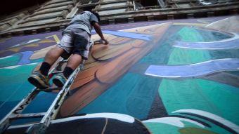 [VIDEO] #CambiandoChile: Los vecinos de Valparaíso se toman el arte urbano