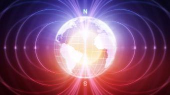 El inesperado cambio en el campo magnético de la Tierra que los científicos no logran explicar
