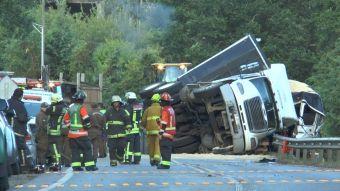 Accidente deja tres muertos y 50 heridos en región de Los Ríos