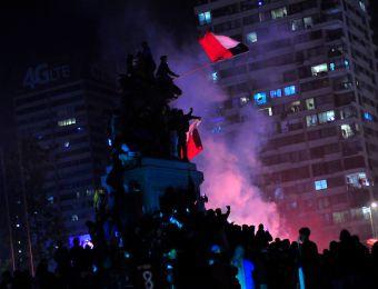 [FOTOS] Euforia en la Plaza Italia: Hinchas repletan el lugar para festejar a La Roja