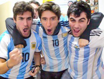 [VIDEO] Los displicentes: Los argentinos que sufren con su selección y son éxito en redes sociales