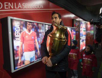 [FOTOS] Jugadores bicampeones de América visitaron Museo Oficial de la selección chilena
