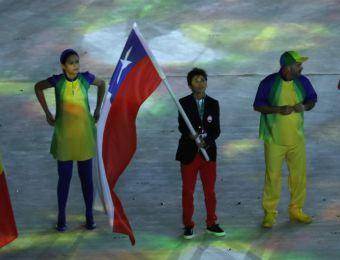 [FOTOS] Atleta Bárbara Riveros fue la abanderada de Chile en en cierre de Río 2016