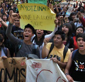 Chileno es detenido en México mientras protestaba por los 43 estudiantes desaparecidos