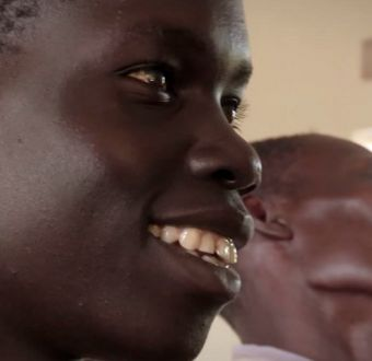 [VIDEO] La historia de Patrick: el joven sordo ugandés que conversó por primera vez a los 15 años