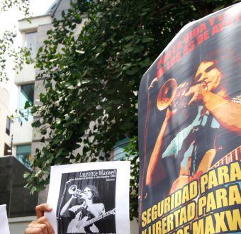[FOTOS] Protestas en el frontis de la embajada de México por detención de chileno