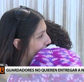 [T13] Padres de acogida se niegan a entregar a niña que cuidaron