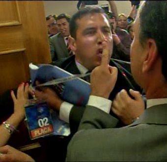 [VIDEO] Pastor evangélico Javier Soto insulta y empuja a diputados por discusión del AVP