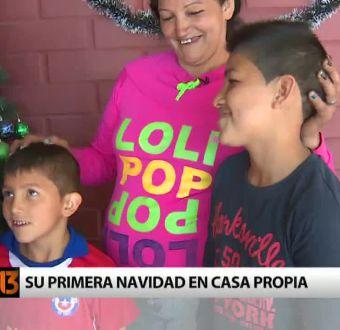 """Familias de Lo Espejo cumplen el sueño de la """"casa propia"""" festejando la Navidad"""