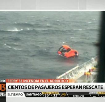 Pasajeros continúan atrapados al interior de ferry accidentado en el mar Adriático