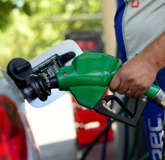 Gasolina bajará hasta 5 pesos desde este jueves