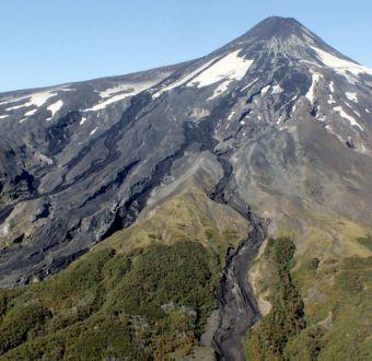 Villarrica: Onemi decreta alerta amarilla y sigue radio de 5 kilómetros