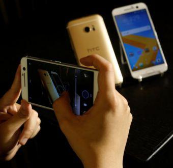 Fabricante de móviles HTC anuncia que Google comprará parte por USD 1.100 millones