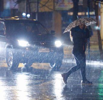 Lluvias provocan cortes de suministro eléctrico en la región Metropolitana