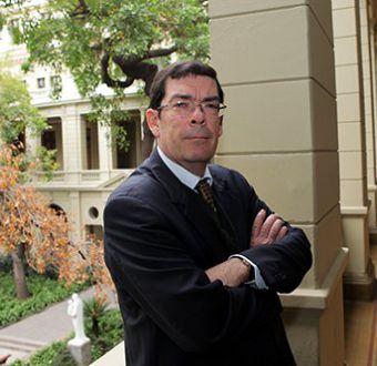 A los 60 años fallece Francisco Rosende, ex decano de la Universidad Católica de Chile
