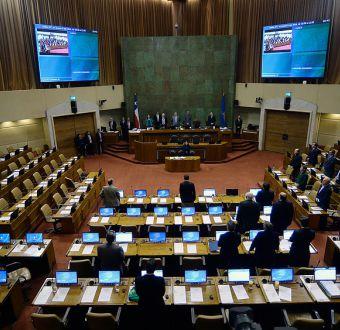 Cámara realiza minuto de silencio por escoltas de Pinochet fallecidos en atentado de 1986