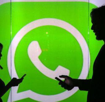 El truco para que los demás no oigan los mensajes de voz que te envían por WhatsApp