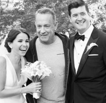 """Tom Hanks se """"coló"""" en sesión de fotos de recién casados"""