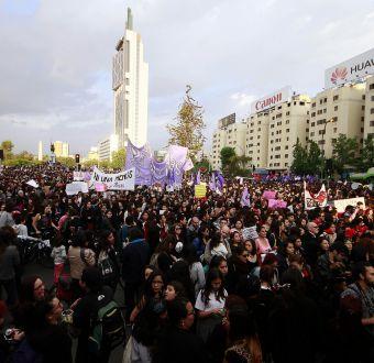 [FOTOS] Multitudinaria marcha #NiUnaMenos en Santiago contra la violencia machista