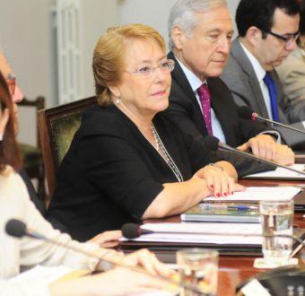 Bachelet suspende su viaje a la cumbre Celac debido a emergencia por incendios forestales