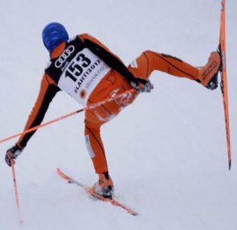 [VIDEO] El accidentado periplo del peor esquiador del mundo