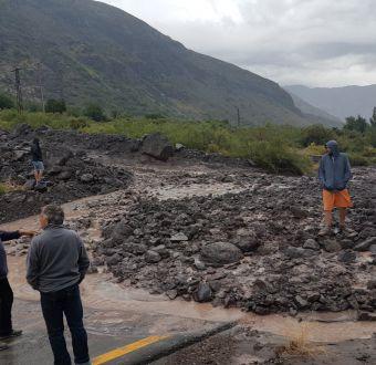 Fuertes lluvias provocan evacuación preventiva en Cajón del Maipo