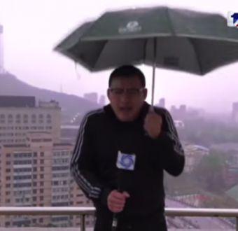 Reportero chino es alcanzado por un rayo