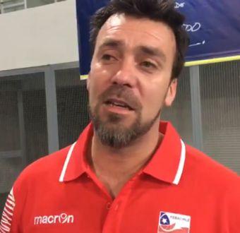 """[VIDEO] DT de Chile elogia histórico título en básquetbol: """"Es fruto de estos niños, dejaron todo"""""""