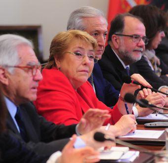Bachelet reúne a su gabinete a dos semanas de las elecciones