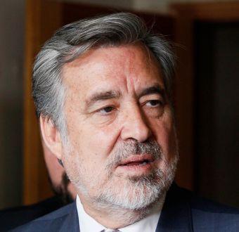 La dura crítica de Guillier al nombramiento de Pablo Piñera como embajador
