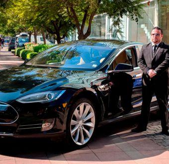 Usuarios de aplicación de transporte podrán viajar en el único automóvil Tesla del país