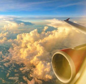 Pasajeros enfrentan el frío durante unas 16 horas en un avión averiado en Canadá