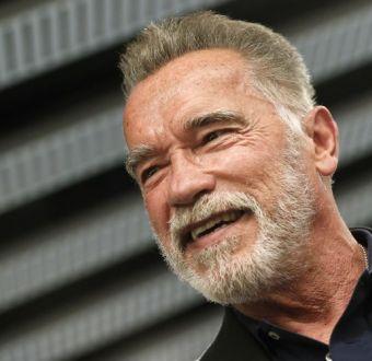[FOTO] Hijo de Arnold Schwarzenegger recrea icónica pose de su padre que lo hizo famoso hace 43 años