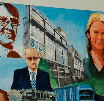 [VIDEO] Cathy Barriga inaugura mural donde aparece su rostro junto a figuras históricas