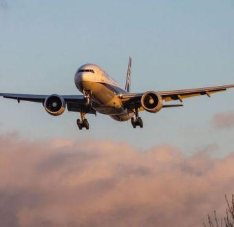 Qué son los vuelos con ciudad oculta y por qué las aerolíneas no quieren que los uses