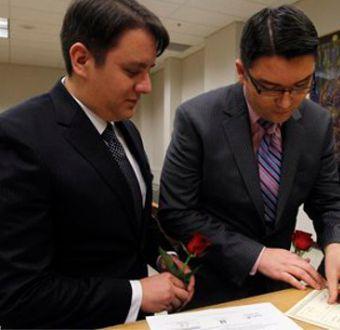 Documento interno DC propone matrimonio homosexual con adopción