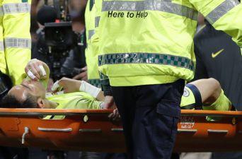 [FOTOS] Claudio Bravo sufre lesión en el City y debe ser retirado en camilla de la cancha
