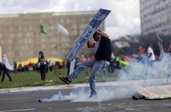 [FOTOS] Violentas protestas contra Temer agudizan crisis en Brasil