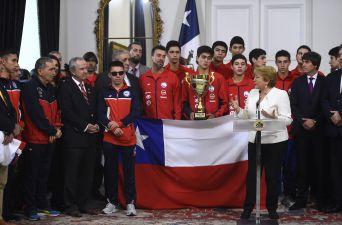 [FOTOS] Presidenta Bachelet recibe a deportistas nacionales que triunfaron en el extranjero