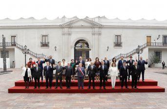 sesión de fotos de la Presidenta y los ministros de Estado