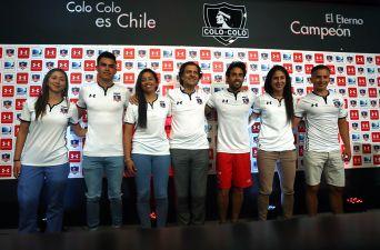 """[FOTOS] Jorge Valdivia y las """"Albas"""" presentan la nueva camiseta de Colo Colo"""