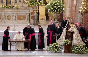 [FOTOS] Francisco se reúne con el clero chileno en la Catedral de Santiago