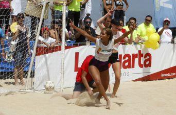 [FOTOS] Las candidatas a reina del Festival Viña se divirtieron jugando fútbol playa