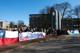 [FOTOS] Así se manifestaron chilenos y bolivianos en La Haya
