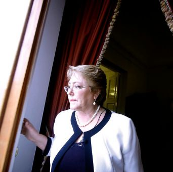 Adimark: Desaprobación a Bachelet llega a 66% y aprobación se cifra en 29%