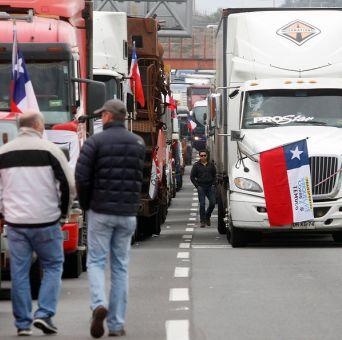 Camioneros se reunirán nuevamente con el ministro Burgos en La Moneda