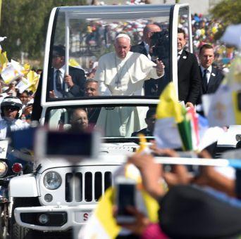 Papa clama por un México sin emigrantes y sin traficantes de muerte