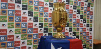 """Trofeo de la Copa América Centenario que ganó """"La Roja"""" ya descansa en nuestro país"""