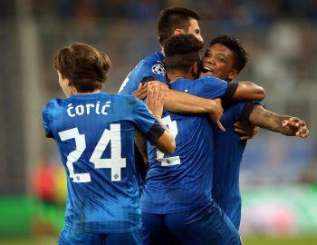 Gol de Junior Fernandes ayuda a sufrida clasificación del Dinamo Zagreb a Champions